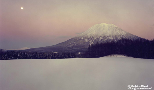 Moon wth Mt.Yotei in Niseko